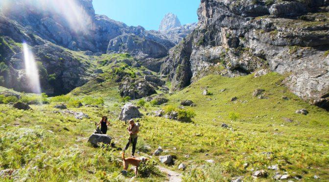 Ruta circular para toda la familia: Caín-Cueva de Santibaña-Caín de arriba-Caín (o viceversa).